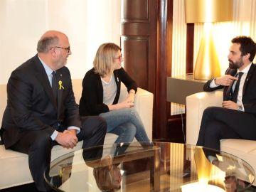 Elsa Artadi y Eduard Pujol junto a Roger Torrent