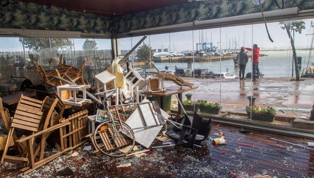 Vista de la zona de recreo desde el bar Tilcara, destrozado por el temporal