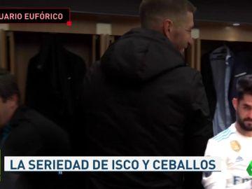 La seriedad de Isco y Ceballos con Zidane en la celebración del Madrid en el vestuario