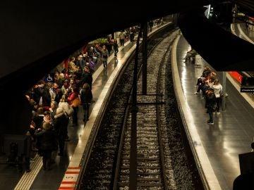Una estación de Metro Barcelona abarrotada durante el 8M