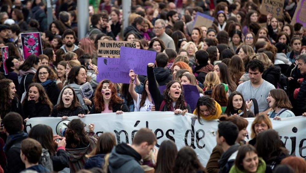 Una ola de mujeres toma la calle en una huelga feminista histórica