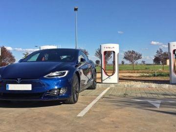 tesla-models-s-supercharger-espana-2017-01.jpg