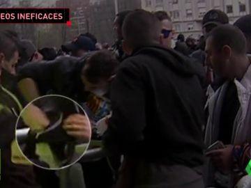 Así fueron los cacheos de la seguridad a los ultras: aún así lograron pasar bengalas
