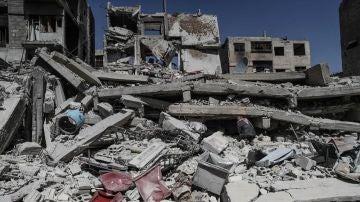 Escombros de unos edificios destruidos por las bombas en Duma, en el este de Guta