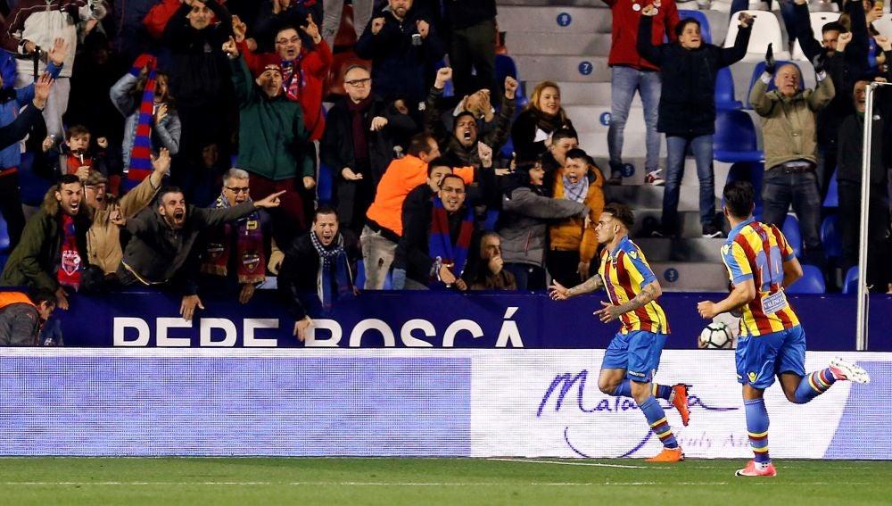 Roger celebra su gol en el Levante - Eibar