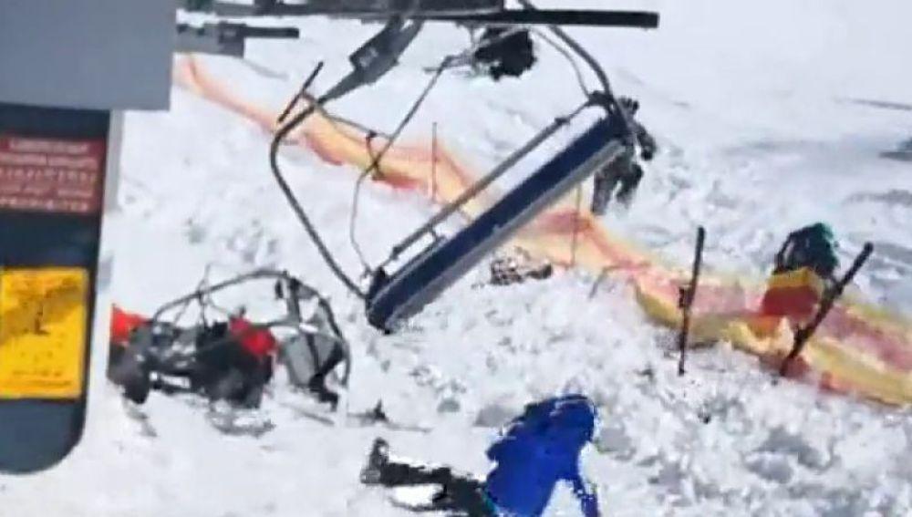 Esquiadores salen expulsados del telesilla por un fallo técnico