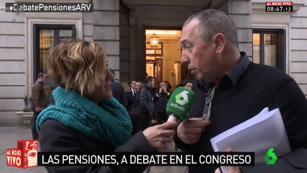 Joan Baldoví atiende a Al Rojo Vivo en el Congreso de los Diputados.