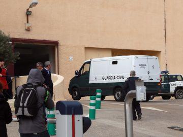 Un furgón policial traslada a Ana Julia Quezada, la autora confesa de la muerte del niño Gabriel Cruz