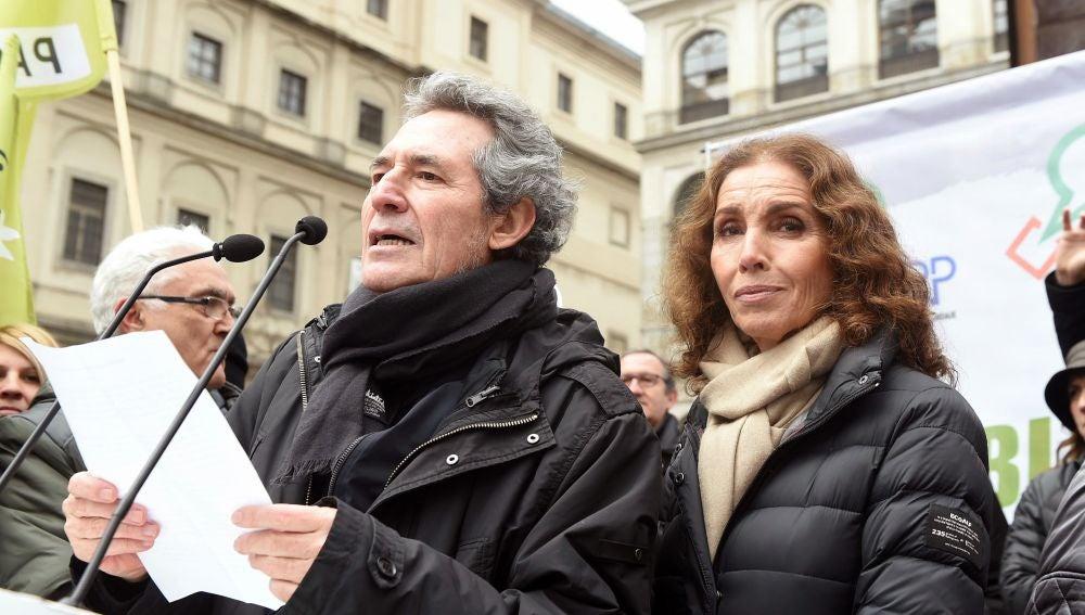 Los cantantes Miguel Ríos y Ana Belén
