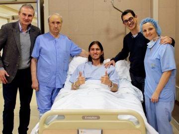 Filipe Luis, satisfecho tras ser intervenido por su fractura de peroné