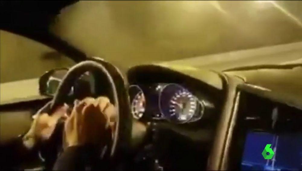 Conductor circulando a 300 kilómetros por hora
