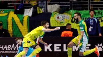 Los jugadores del Jaén Paraíso Interior celebran la Copa del Rey
