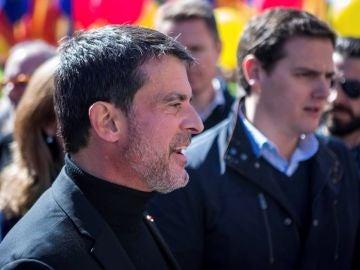 Valls en la manifestación convocada por Societat Civil Catalana