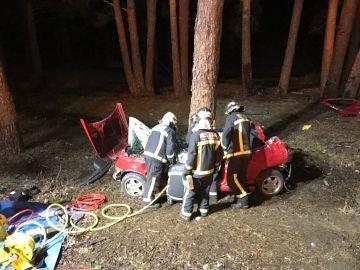 Un joven de 18 años ha muerto tras chocar el vehículo contra un pino al salirse de la M-604