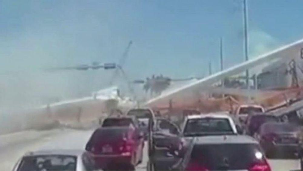 Derrumbe de un puente en Miami