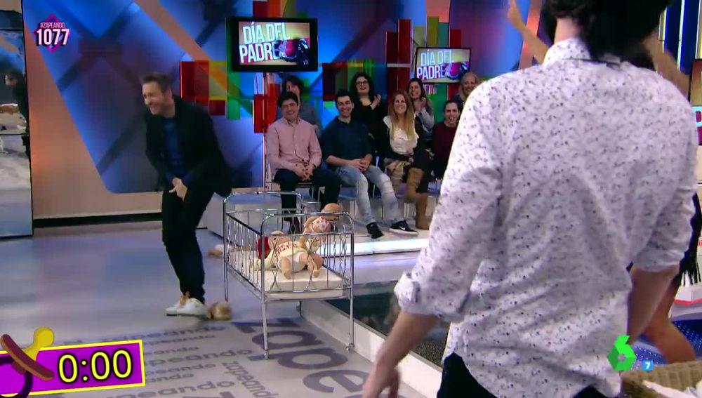 """Frank Blanco se queda """"sin carné de padre"""" al impedir que un 'bebé' cayera al suelo"""