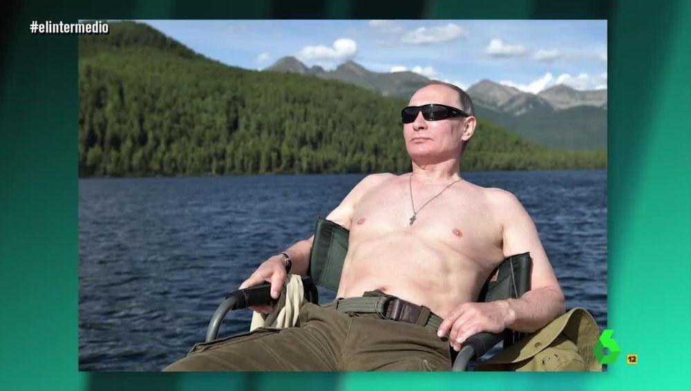 """Putin con """"el pecho palomo al descubierto"""""""