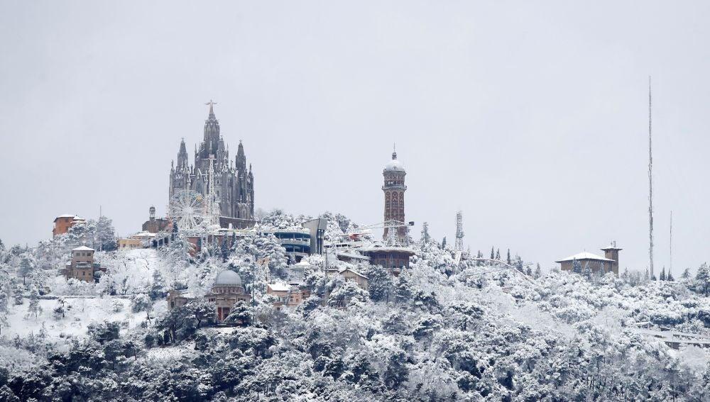 Vista de la montaña del Tibidabo vista desde Barcelona