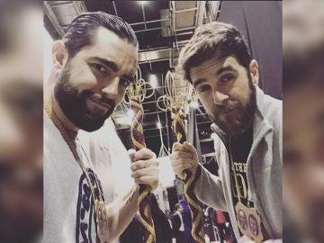 Dani Mateo y Gonzo ensayan el paso de Semana Santa de El Intermedio