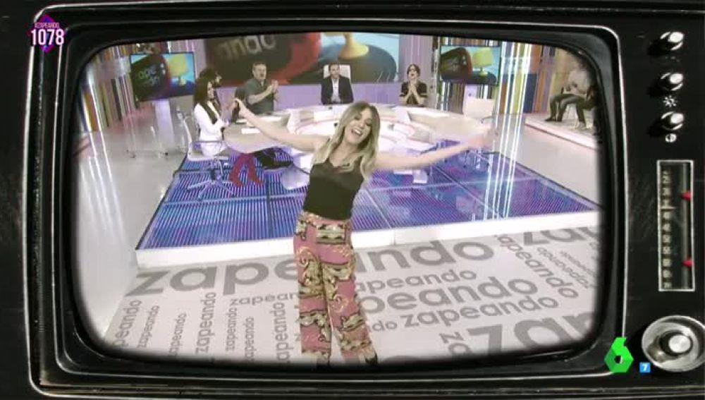 Anna Simon canta a un concursante de Ahora Caigo
