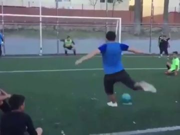 Una auténtica genialidad: el truco para tirar penaltis que arrasa en redes sociales