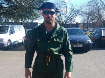 Imagen de uno de los individuos vestido de Guardia Civil en Waterloo