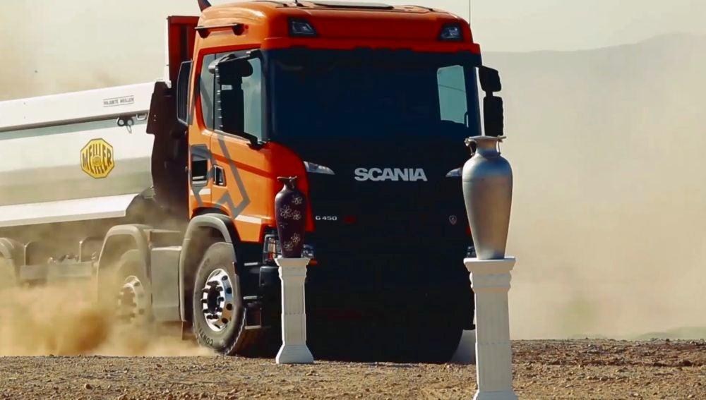 Los Márquez cambian las motos por un camión Scania