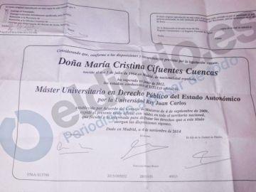 Resguardo firmado por Cristina Cifuentes cuando fue a recoger el título del máster