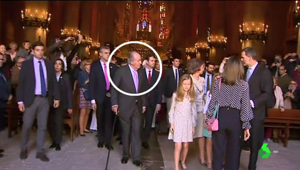 Todos los detalles del vídeo de la familia real: ¿hay rifirrafe entre Letizia y Sofía? ¿Quién aparta la mano? ¿Intenta mediar el rey?