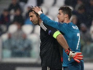 Buffon y Cristiano, durante el Juve - Real Madrid