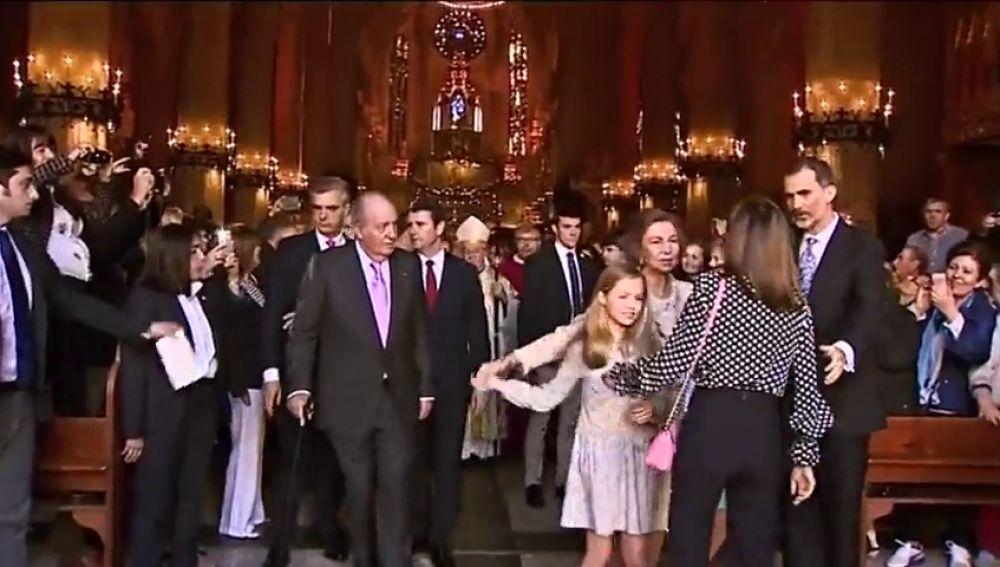 Así intentó mediar Felipe VI en la aparente discusión entre Letizia y la reina Sofía por una foto con las infantas