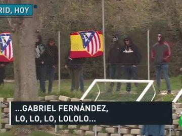 La polémica del escudo del Atlético continúa: el Frente se presenta en el entrenamiento y vitorea a Gabi