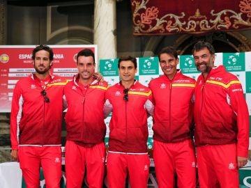 El equipo español de la Copa Davis posa tras el sorteo en Valencia