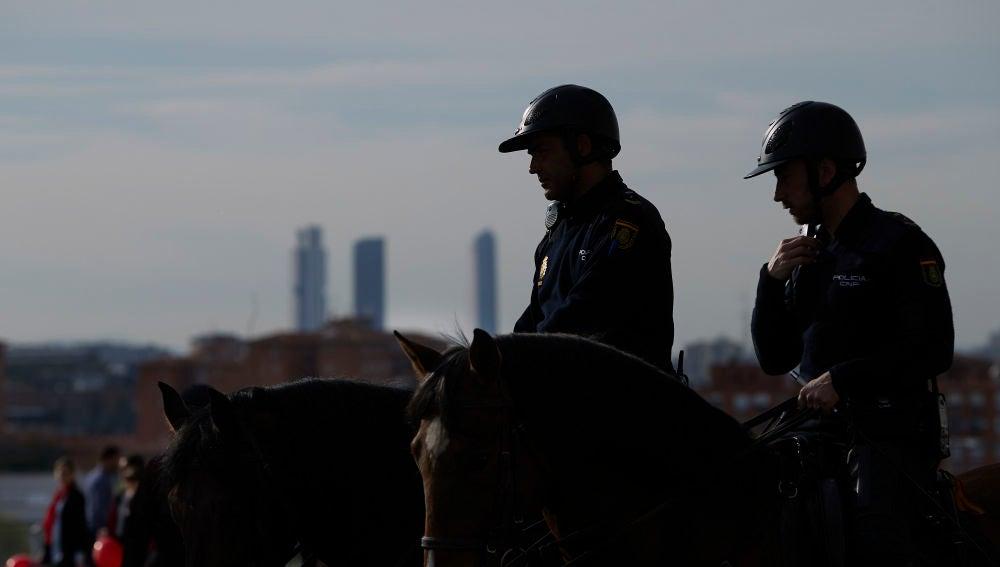 Agentes de Policía, en los alrededores del Wanda Metropolitano