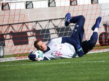 Manuel Neuer vuelve a entrenar con el Bayern