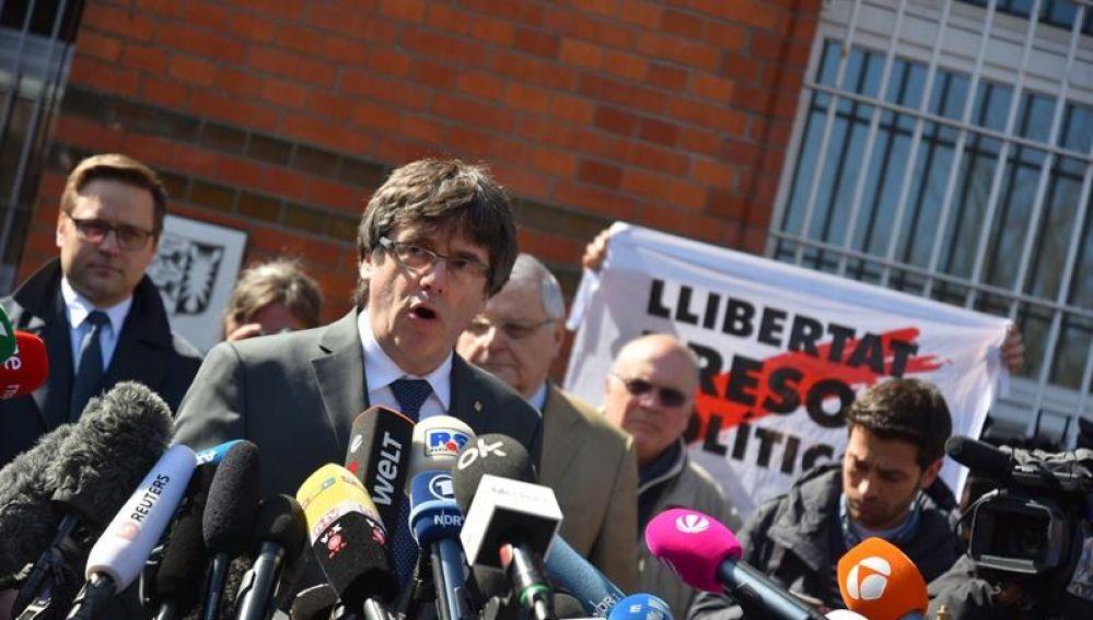 Puigdemont, a la salida de la prisión de Neumünster