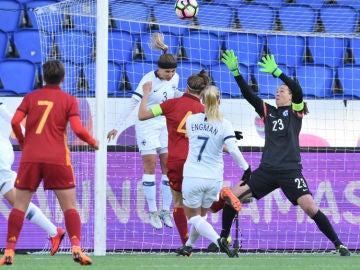 Momento del partido entre España y Finlandia