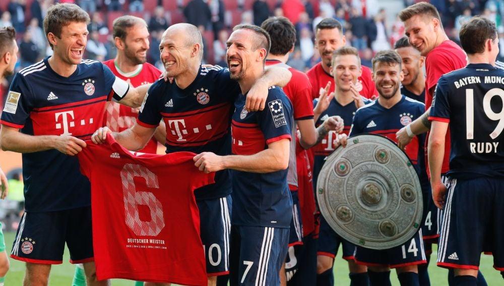 Los jugadores del Bayern celebran la Bundesliga