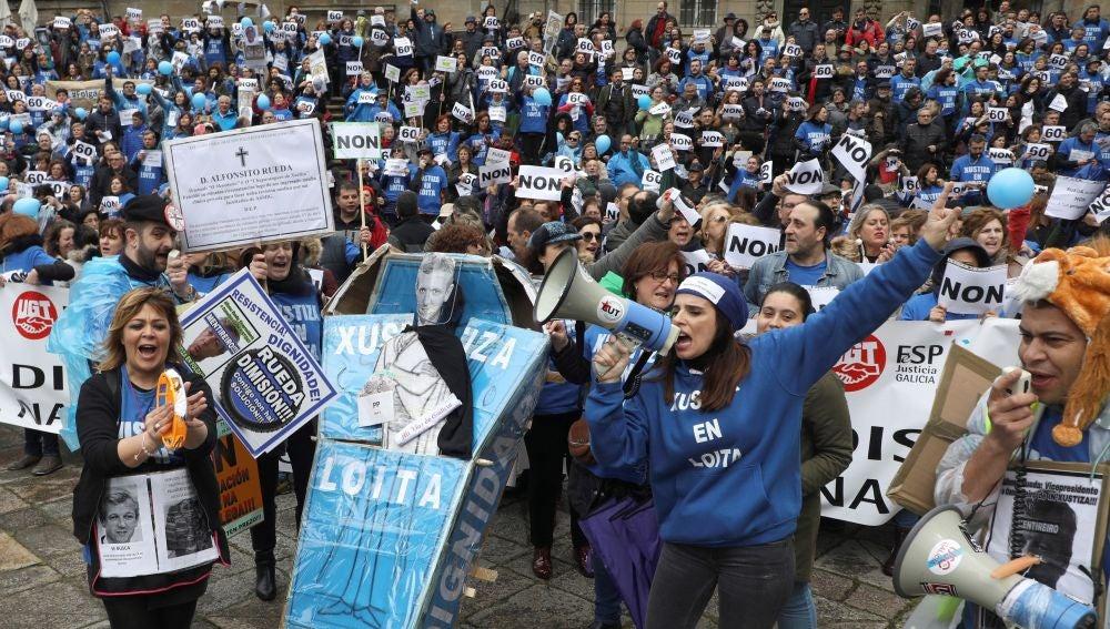 Segunda gran manifestación cuando se cumplen dos meses de huelga indefinida de los funcionarios