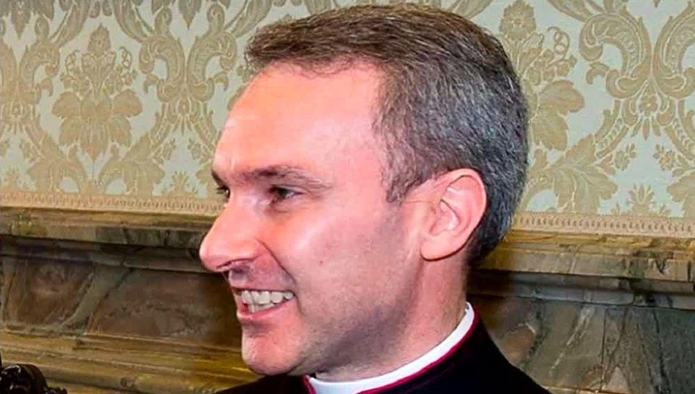 El sacerdote arrestado por posesión de pornografía infantil