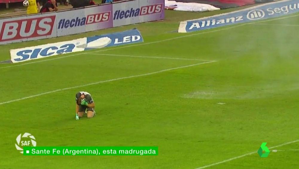 """Suspenden el Colón - Velez por lanzamiento de petardos: """"Es una vergüenza"""""""