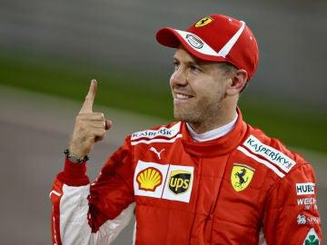 Vettel muestra su dedo