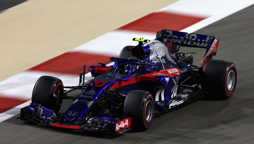 Pierre Gasly, rodando en Baréin con su Toro Rosso