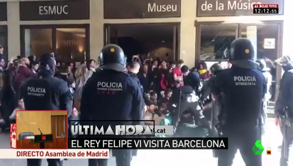 Los Mossos desalojan a manifestantes