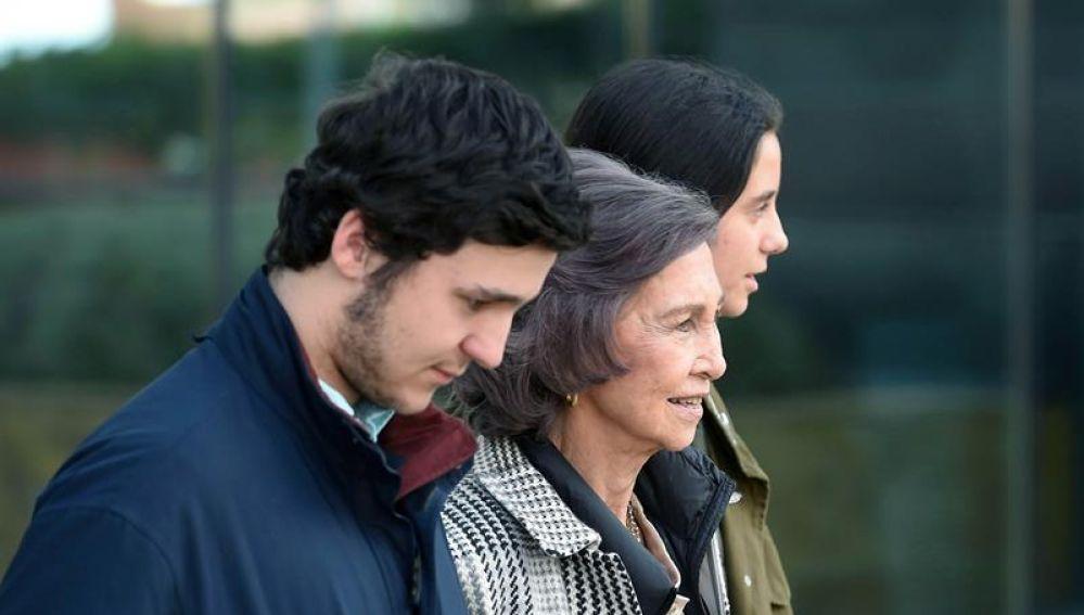 La Reina emérita Sofía, junto a sus nietos Felipe Juan Froilán y Victoria Federica