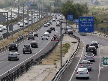 Circulación de vehículos en la A-3 en sentido Valencia a la altura de Rivas Vaciamadrid