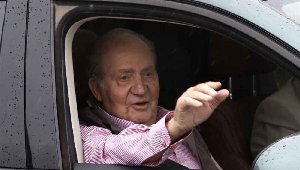 El Rey Juan Carlos a su salida del hospital