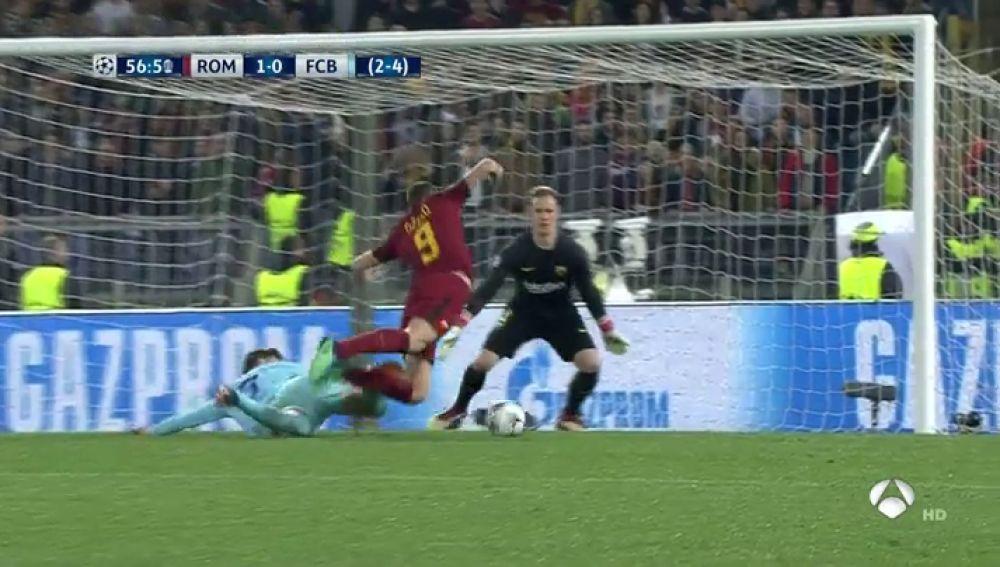 De Rossi puso el 2-0 ante el Barcelona al transformar un penalti de Piqué a Dzeko