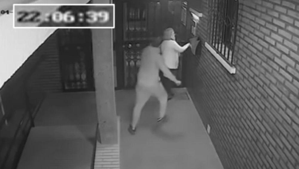 Brutal agresión a una mujer para robarle el bolso