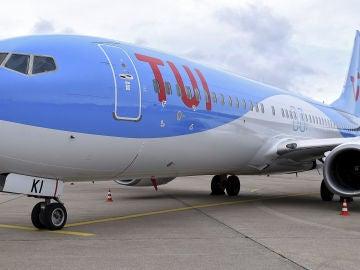 Un avión en la pista de despegue (Archivo)